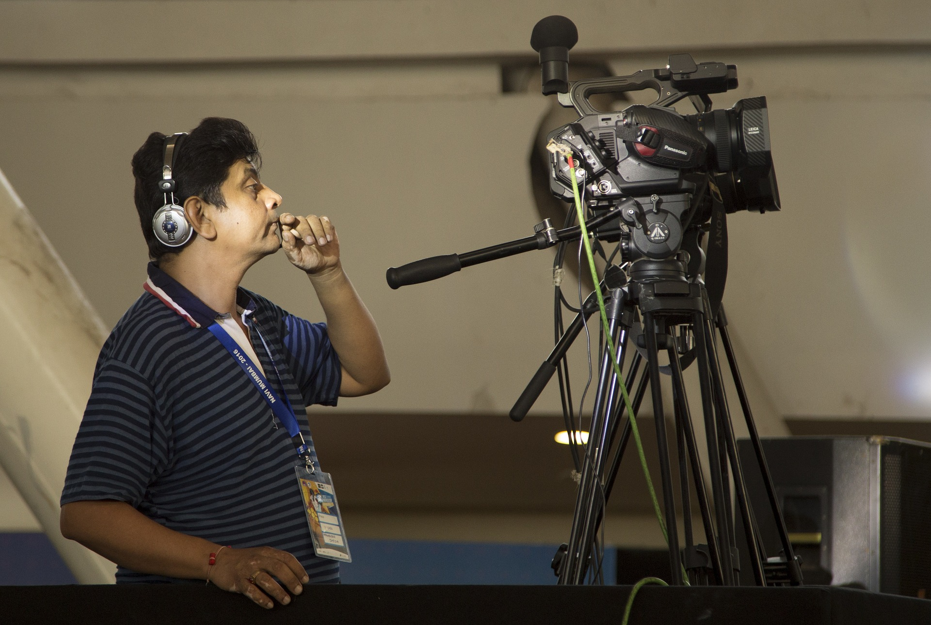 cameraman-1399789_1920